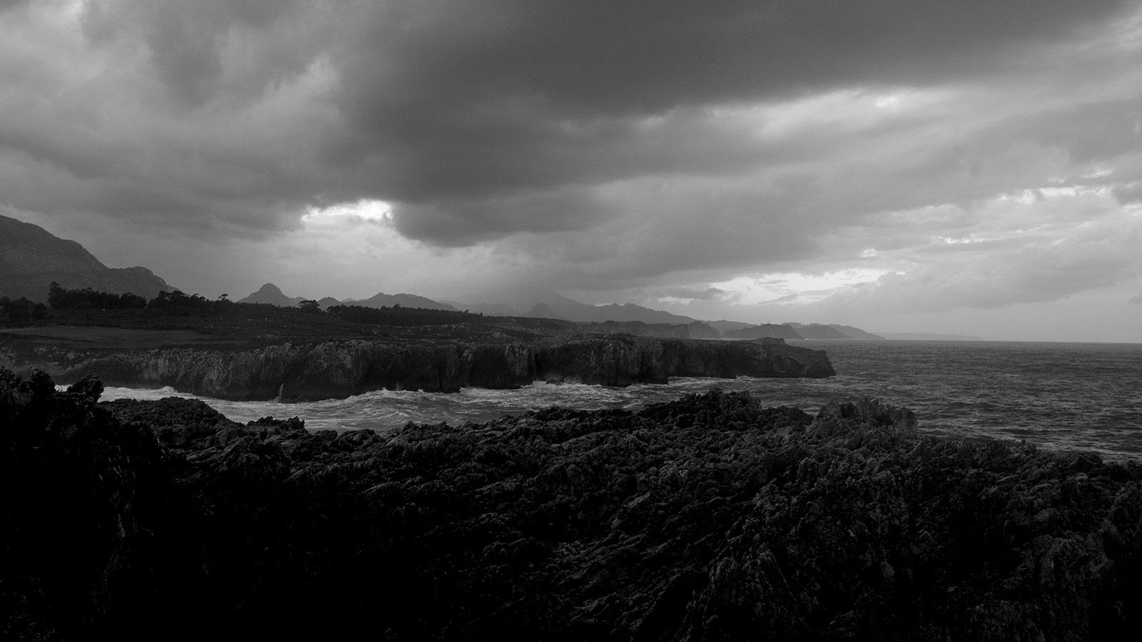 Ocean storm cliff asturias photographer